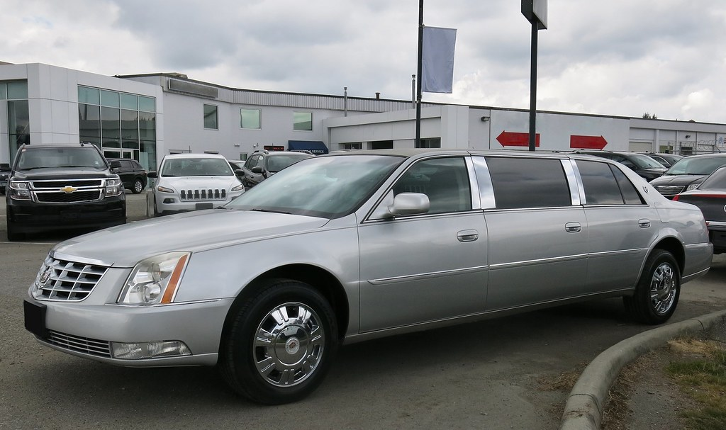 Follow These Tips When Using a Limo For Airport Pick-ups And Drop-offs